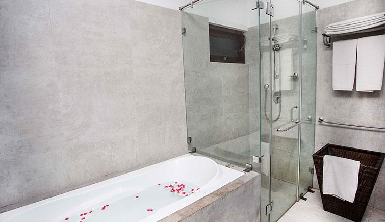 Ranna-Suite-Room-Washroom